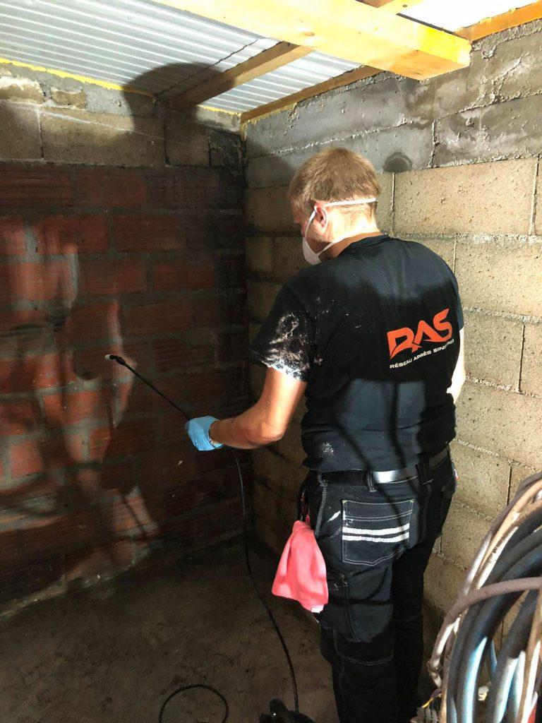 Incendie garage equipe de décontamination R-A-S ACOR